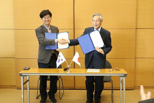 韓国の社団法人「自然の友研究所(Ecobuddy Institute)」と当協会が相互協力に係る覚書の締結式を行いました。